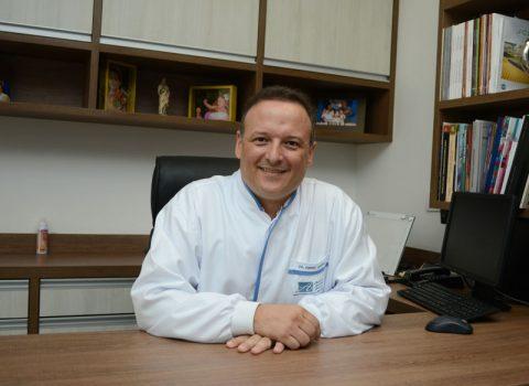 Dr. André Arana